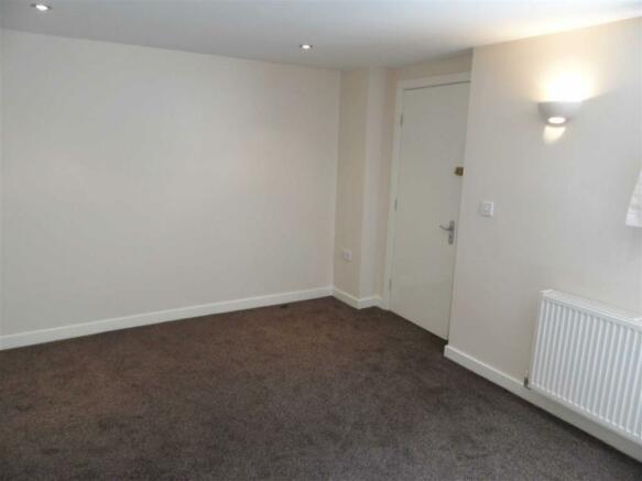 Living Room Area: