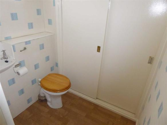 Downstairs / WC: