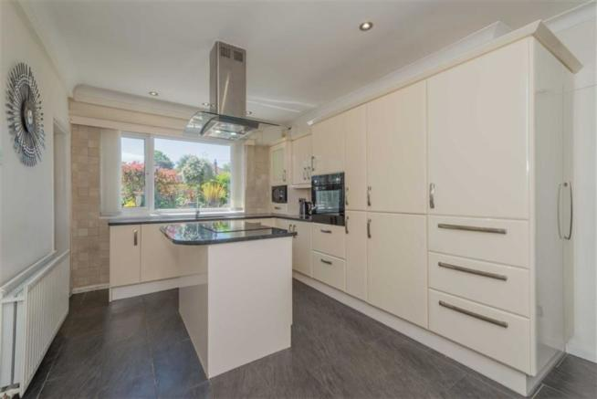 Fitted Dining / Breakfast Kitchen: