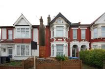 Ground Flat to rent in Chaplin Road, Wembley...