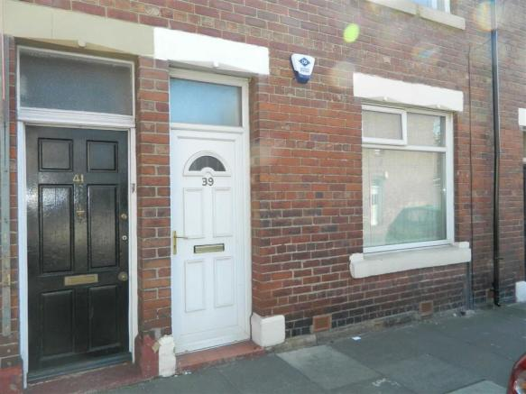 Studio flat for sale in norham road north shields tyne for Front door north tyneside