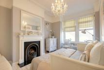 2 bed Apartment in Lascotts Road...