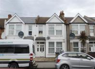 Flat for sale in Langdale Road...