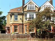 Flat to rent in 1 Avenue Road, St Albans...