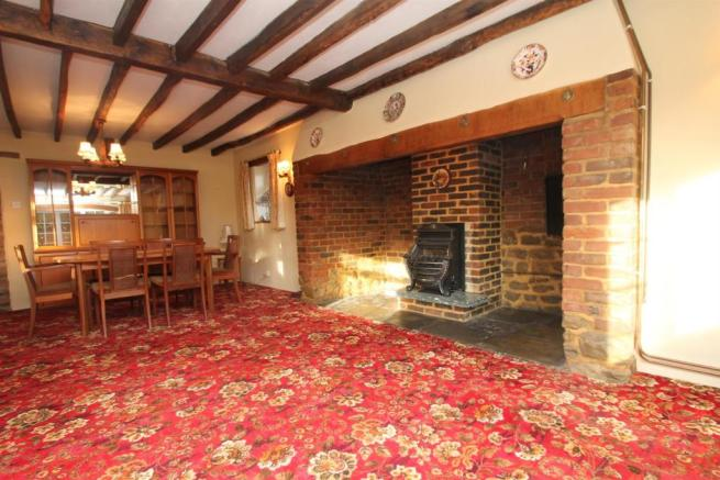 Cottage Living Room: