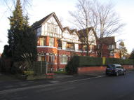 Studio flat to rent in Ballbrook Avenue...
