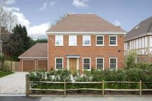 6 bed Detached home in Burwood Park Road...