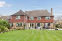 6 bed Detached house to rent in Cricket Way, Weybridge...