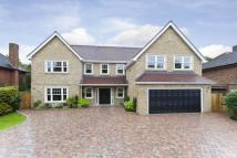 5 bedroom Detached property to rent in Mizen Close, Cobham, KT13