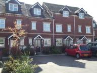 3 bed Town House in Park View Close...
