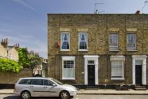 2 bedroom property in Barnes Street, London...