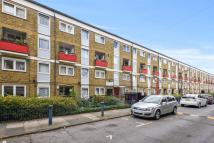 Flat in Candy Street, Bow...
