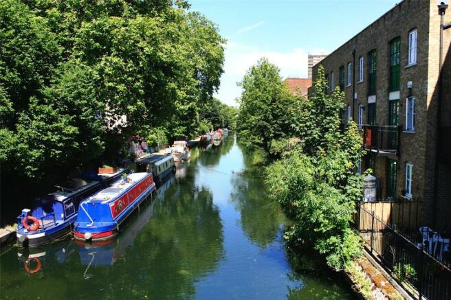 Canal Exterior