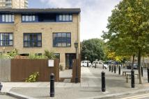 4 bedroom property for sale in Hampstead Walk, Bow...