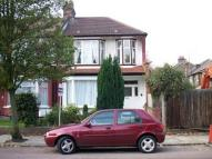 2 bedroom Flat to rent in Caversham Avenue...