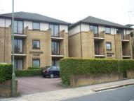 2 bed Flat to rent in Queens Gate Court...