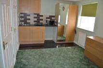 Studio flat to rent in Pickards Close, Southgate