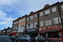 Flat to rent in Uxbridge Road