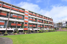 3 bedroom Flat in Basterfield House...
