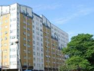 2 bed Flat in Skyline Plaza...