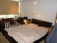 Flat to rent in OAKLEIGH ROAD NORTH...