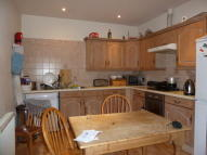 3 bedroom Ground Flat in New North Road, London...