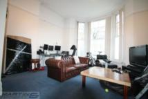 1 bedroom Flat in Cleve Road...