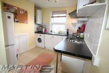 Flat to rent in Messina Avenue...