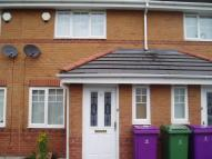 2 bed property in 59 Woodhurst Crescent