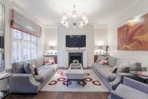 4 bedroom Flat for sale in Cadogan Gardens, London...