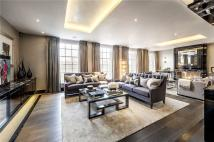 Flat for sale in Lowndes Square, London...