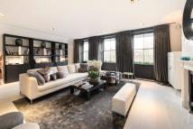 Flat to rent in Cadogan Square, London...