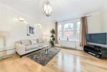 Flat to rent in Pont Street...