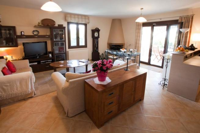 3 bedroom house for sale in agios dimitrios rethymno - Average cost to move a 3 bedroom house ...