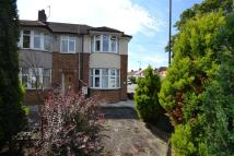 2 bed property to rent in Bushey Road, Raynes Park...