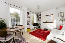 Flat to rent in Elmore Street, Islington...