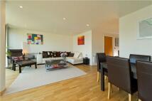2 bedroom Flat in Crystal Wharf...