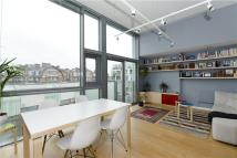 2 bedroom Flat in Peacock Place, London