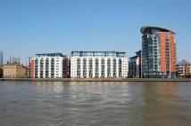 Flat to rent in Newton Place Docklands
