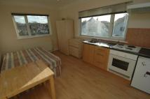 Flat to rent in Highcroft Gardens...