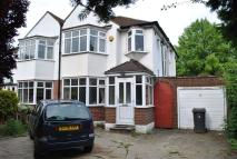 3 bed property in Beverley Way, Raynes Park