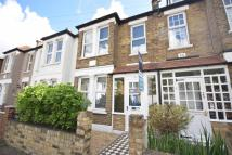 2 bed property in Dorien Road, Raynes Park