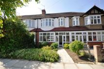3 bed house in Elm Walk, Raynes Park