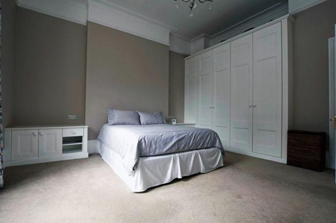 Bed 1 wardrobes