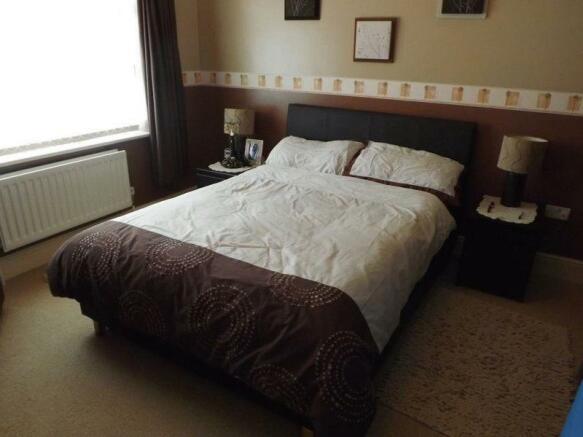 Front Bedroom ...