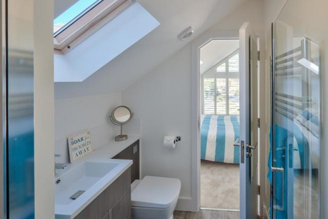 Show Home: Ensuite to Bedroom 4