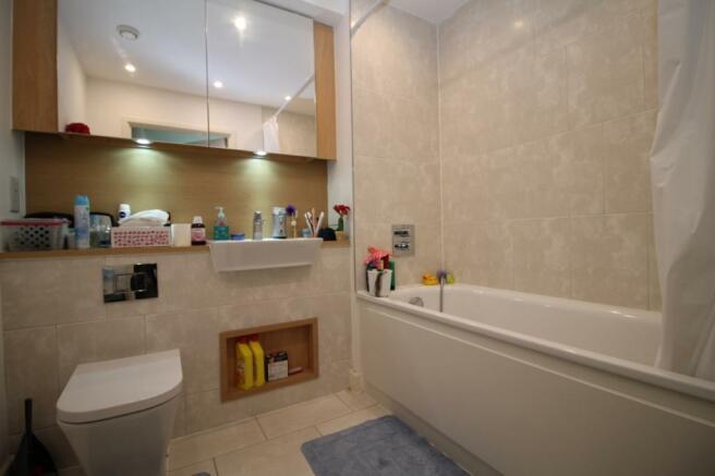 Bathroom - 95 Plaza