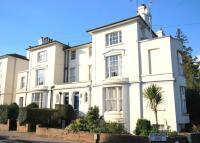 2 bedroom Flat in Grove Hill Gardens...