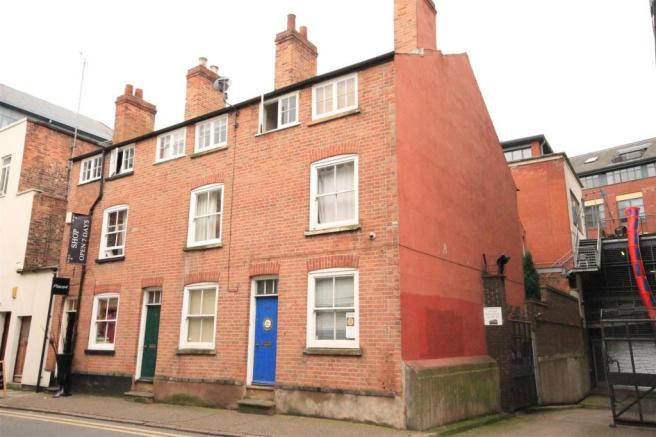 3 bedroom end of terrace house for sale in lincoln street