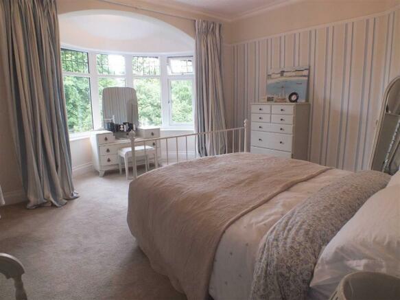FRONT BEDROOM (2)